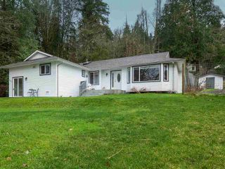 Main Photo: 6107 FAIRWAY Avenue in Sechelt: Sechelt District House for sale (Sunshine Coast)  : MLS®# R2431733