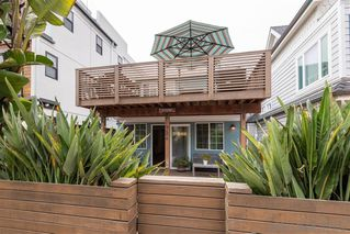 Photo 2: MISSION BEACH House for sale : 2 bedrooms : 724 Windemere Ct in San Diego