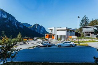 "Photo 2: 38607 HIGH CREEK Drive in Squamish: Plateau House for sale in ""Crumpit Woods"" : MLS®# R2481083"