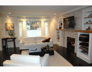 """Photo 2: 917 W 20TH Avenue in Vancouver: Cambie House for sale in """"DOUGLAS PARK"""" (Vancouver West)  : MLS®# V803088"""