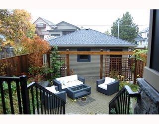 """Photo 10: 917 W 20TH Avenue in Vancouver: Cambie House for sale in """"DOUGLAS PARK"""" (Vancouver West)  : MLS®# V803088"""