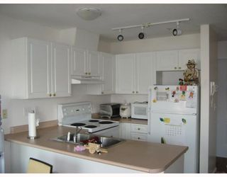 "Photo 3: 303 788 E 8TH Avenue in Vancouver: Mount Pleasant VE Condo for sale in ""CHELSEA COURT"" (Vancouver East)  : MLS®# V743600"