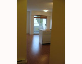 "Photo 6: 303 788 E 8TH Avenue in Vancouver: Mount Pleasant VE Condo for sale in ""CHELSEA COURT"" (Vancouver East)  : MLS®# V743600"