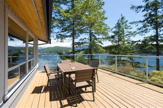 Photo 1: 308 SHOAL LKOUT Road in Gibsons: Gibsons & Area House for sale (Sunshine Coast)  : MLS®# R2471012