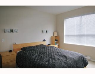 Photo 8: 211 200 KLAHANIE Drive in Port Moody: Port Moody Centre Condo for sale : MLS®# V805277