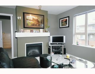 Photo 4: 211 200 KLAHANIE Drive in Port Moody: Port Moody Centre Condo for sale : MLS®# V805277