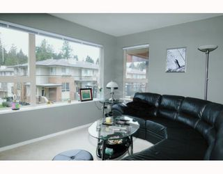 Photo 2: 211 200 KLAHANIE Drive in Port Moody: Port Moody Centre Condo for sale : MLS®# V805277