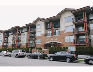 Photo 1: 211 200 KLAHANIE Drive in Port Moody: Port Moody Centre Condo for sale : MLS®# V805277