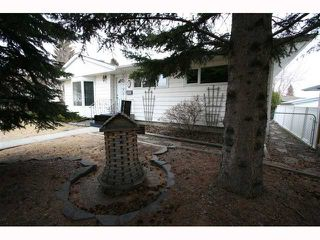 Photo 3: 28 HARROW Crescent SW in CALGARY: Haysboro Residential Detached Single Family for sale (Calgary)  : MLS®# C3419230