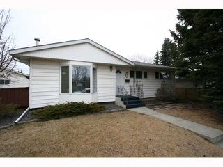 Photo 2: 28 HARROW Crescent SW in CALGARY: Haysboro Residential Detached Single Family for sale (Calgary)  : MLS®# C3419230