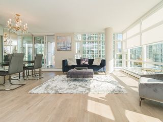 "Photo 1: 706 198 AQUARIUS Mews in Vancouver: Yaletown Condo for sale in ""Aquarius"" (Vancouver West)  : MLS®# R2424836"