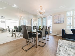 "Photo 5: 706 198 AQUARIUS Mews in Vancouver: Yaletown Condo for sale in ""Aquarius"" (Vancouver West)  : MLS®# R2424836"