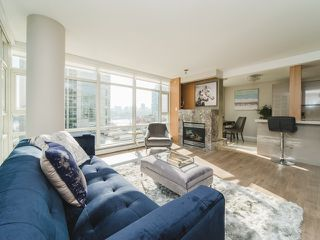 "Photo 3: 706 198 AQUARIUS Mews in Vancouver: Yaletown Condo for sale in ""Aquarius"" (Vancouver West)  : MLS®# R2424836"