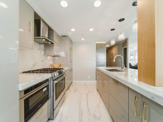 "Photo 8: 706 198 AQUARIUS Mews in Vancouver: Yaletown Condo for sale in ""Aquarius"" (Vancouver West)  : MLS®# R2424836"