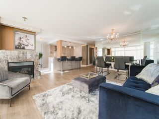 "Photo 2: 706 198 AQUARIUS Mews in Vancouver: Yaletown Condo for sale in ""Aquarius"" (Vancouver West)  : MLS®# R2424836"