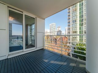 "Photo 19: 706 198 AQUARIUS Mews in Vancouver: Yaletown Condo for sale in ""Aquarius"" (Vancouver West)  : MLS®# R2424836"