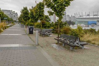"""Photo 19: 510 38 W 1ST Avenue in Vancouver: False Creek Condo for sale in """"THE ONE"""" (Vancouver West)  : MLS®# R2426539"""