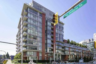 """Photo 1: 510 38 W 1ST Avenue in Vancouver: False Creek Condo for sale in """"THE ONE"""" (Vancouver West)  : MLS®# R2426539"""