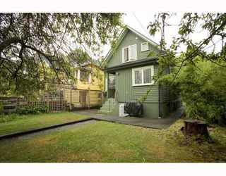 Photo 2: 2009 E 3RD Avenue in Vancouver: Grandview VE House for sale (Vancouver East)  : MLS®# V781782