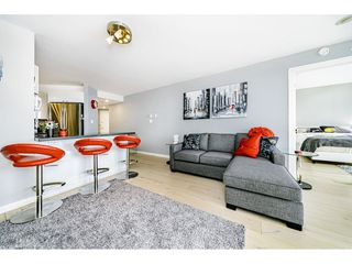 """Photo 8: 1502 907 BEACH Avenue in Vancouver: Yaletown Condo for sale in """"CORAL COURT"""" (Vancouver West)  : MLS®# R2457774"""