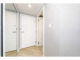 """Photo 3: 1502 907 BEACH Avenue in Vancouver: Yaletown Condo for sale in """"CORAL COURT"""" (Vancouver West)  : MLS®# R2457774"""