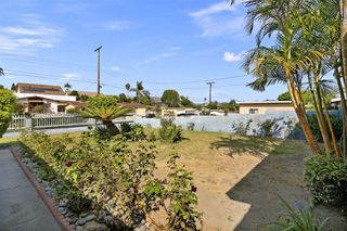 Photo 2: OCEANSIDE House for sale : 3 bedrooms : 4119 Thomas St