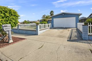 Photo 3: OCEANSIDE House for sale : 3 bedrooms : 4119 Thomas St