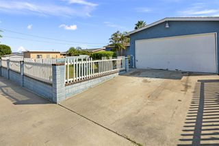Photo 4: OCEANSIDE House for sale : 3 bedrooms : 4119 Thomas St