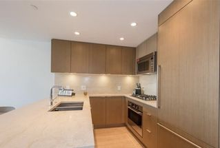 "Photo 6: 601 112 E 13TH Street in North Vancouver: Central Lonsdale Condo for sale in ""ENTREVIEW"" : MLS®# R2527672"