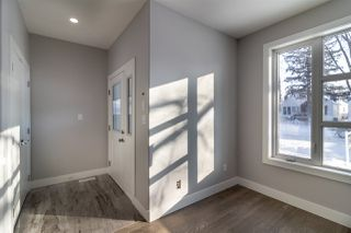 Photo 2:  in Edmonton: Zone 17 House Half Duplex for sale : MLS®# E4176568