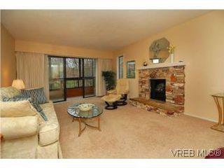 Photo 2: 401 928 Southgate St in VICTORIA: Vi Fairfield West Condo for sale (Victoria)  : MLS®# 532807