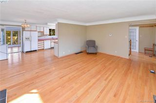 Photo 5: 3675 McIvor Ave in VICTORIA: SE Cedar Hill House for sale (Saanich East)  : MLS®# 827115