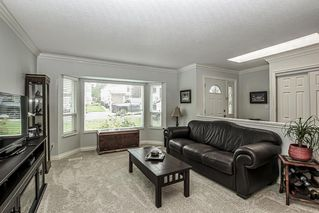 Photo 5: 2422 WAYBURNE Crescent in Langley: Willoughby Heights House for sale : MLS®# R2414956