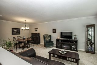 Photo 2: 2422 WAYBURNE Crescent in Langley: Willoughby Heights House for sale : MLS®# R2414956