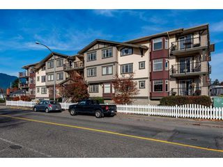 "Main Photo: 106 45535 SPADINA Avenue in Chilliwack: Chilliwack W Young-Well Condo for sale in ""SPADINA PLACE"" : MLS®# R2420546"