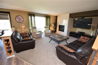 Photo 3: 67 Higham Bay in Winnipeg: River Park South Residential for sale (2F)  : MLS®# 202012376