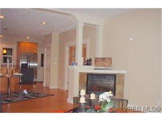 Photo 2: 154 Linden Ave in VICTORIA: Vi Fairfield West Half Duplex for sale (Victoria)  : MLS®# 433861