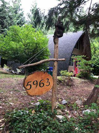 Photo 10: 5963 SKOOKUMCHUK Road in Sechelt: Sechelt District House for sale (Sunshine Coast)  : MLS®# R2393239