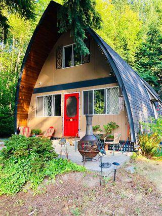 Photo 1: 5963 SKOOKUMCHUK Road in Sechelt: Sechelt District House for sale (Sunshine Coast)  : MLS®# R2393239