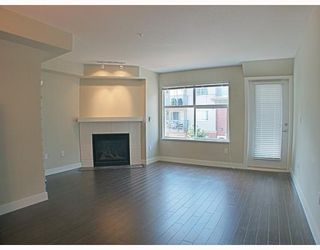 Photo 3: 205 3250 ST JOHNS Street in Port_Moody: Port Moody Centre Condo for sale (Port Moody)  : MLS®# V782636