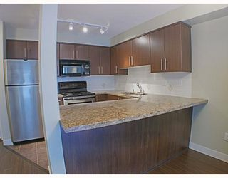 Photo 5: 205 3250 ST JOHNS Street in Port_Moody: Port Moody Centre Condo for sale (Port Moody)  : MLS®# V782636