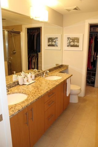 """Photo 13: 109 16477 64 Avenue in Surrey: Cloverdale BC Condo for sale in """"St. Andrews"""" (Cloverdale)  : MLS®# R2526861"""