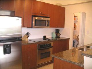 """Photo 4: 305 11 E ROYAL Avenue in New Westminster: Fraserview NW Condo for sale in """"VICTORIA HILL HIGH RISES"""" : MLS®# V837108"""