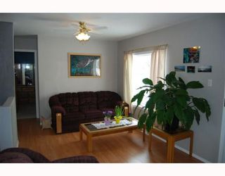 Photo 2: 220 MCKAY Avenue in WINNIPEG: North Kildonan Residential for sale (North East Winnipeg)  : MLS®# 2903104