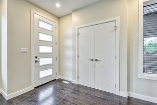 Photo 2: 9157 74 Avenue in Edmonton: Zone 17 House for sale : MLS®# E4168370