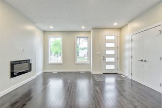 Photo 3: 9157 74 Avenue in Edmonton: Zone 17 House for sale : MLS®# E4168370