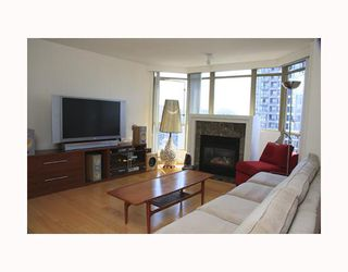 "Photo 3: 2803 867 HAMILTON Street in Vancouver: Downtown VW Condo for sale in ""JARDINE'S LOOKOUT"" (Vancouver West)  : MLS®# V782664"