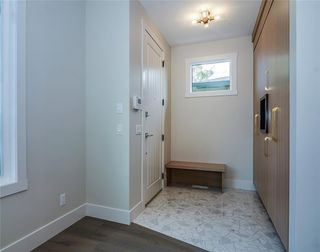 Photo 2: 2409 1 Avenue NW in Calgary: West Hillhurst Semi Detached for sale : MLS®# C4295458