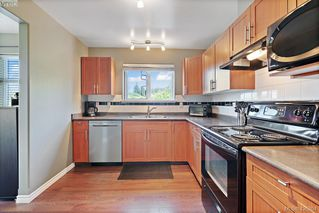 Photo 2: 305 908 Brock Ave in VICTORIA: La Langford Proper Row/Townhouse for sale (Langford)  : MLS®# 839718