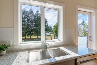 Photo 8: 402 2130 Sooke Rd in Colwood: Co Hatley Park Row/Townhouse for sale : MLS®# 842387